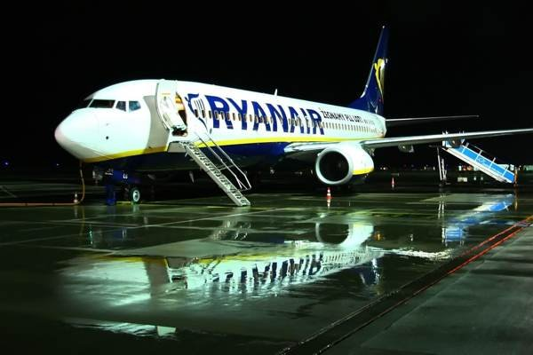 Ryanair by night